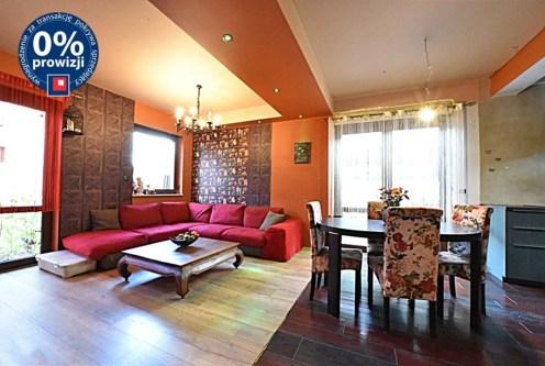 zaprojektowany zgodnie z najnowszymi trendami salon w luksusowej willi na sprzedaż Bolesławiec