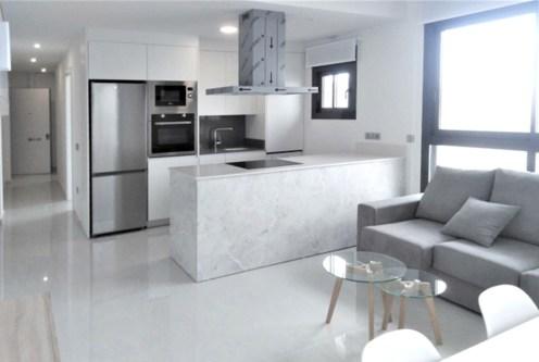 zaprojektowana zgodnie z najnowszymi trendami kuchnia w luksusowym apartamencie na sprzedaż hiszpania (costa blanca, torrevieja)