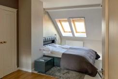 prywatna sypialnia na pierwszej kondygnacji luksusowego apartamentu do wynajęcia Mazury