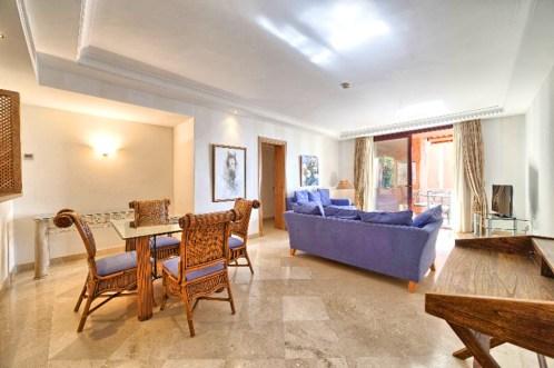 stylowy salon w ekskluzywnym apartamencie na sprzedaż Hiszpania