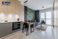 widok z aneksu kuchennego na salon w ekskluzywnym apartamencie do wynajmu Gdańsk
