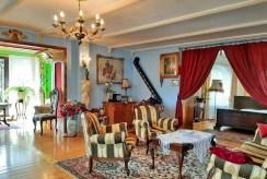 imponujący rozmachem pokój dzienny w ekskluywnej willi na sprzedaż Żagań (okolice)