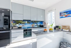 nowocześnie zaaranżowana kuchnia w luksusowym apartamencie na sprzedaż Gdańsk