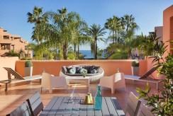 ogromny taras przy luksusowym apartamencie do sprzedaży Hiszpania