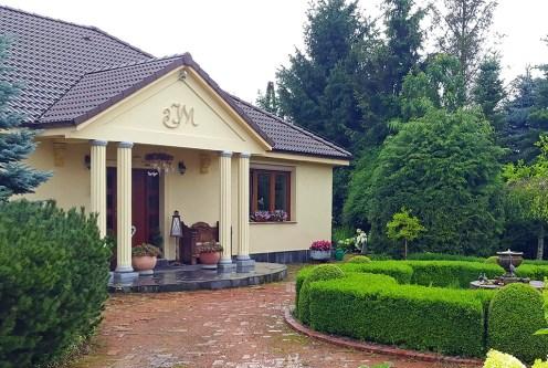 imponujące rozmachem wejście do ekskluzywnej willi do sprzedaży Gorzów Wielkopolski (okolice)