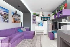jeden z komfortowych pokoi w ekskluzywnym apartamencie na sprzedaż Tarnów