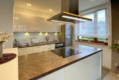 funkcjonalnie zabudowana kuchnia w ekskluzywnym apartamencie na wynajem Szczecin