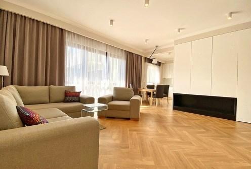 przestronny pokój dzienny w ekskluzywnym apartamencie do wynajęcia Inowrocław