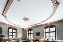 przepiękne zdobienia wewnątrz luksusowego pałacu na sprzedaż Dolny Ślask