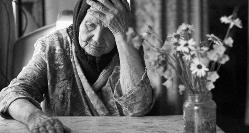 57 Kumpulan Puisi Ibu Terbaik Menyentuh Hati Untuk Ibu Tersayang