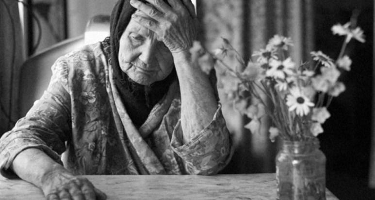 57 Kumpulan Puisi Ibu Terbaik Menyentuh Hati Untuk Ibu