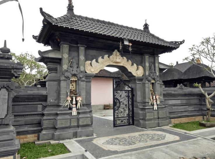 rumah adat angkul angkul
