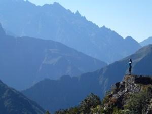 C) Valle Sagrado (131) B) Machu Picchu
