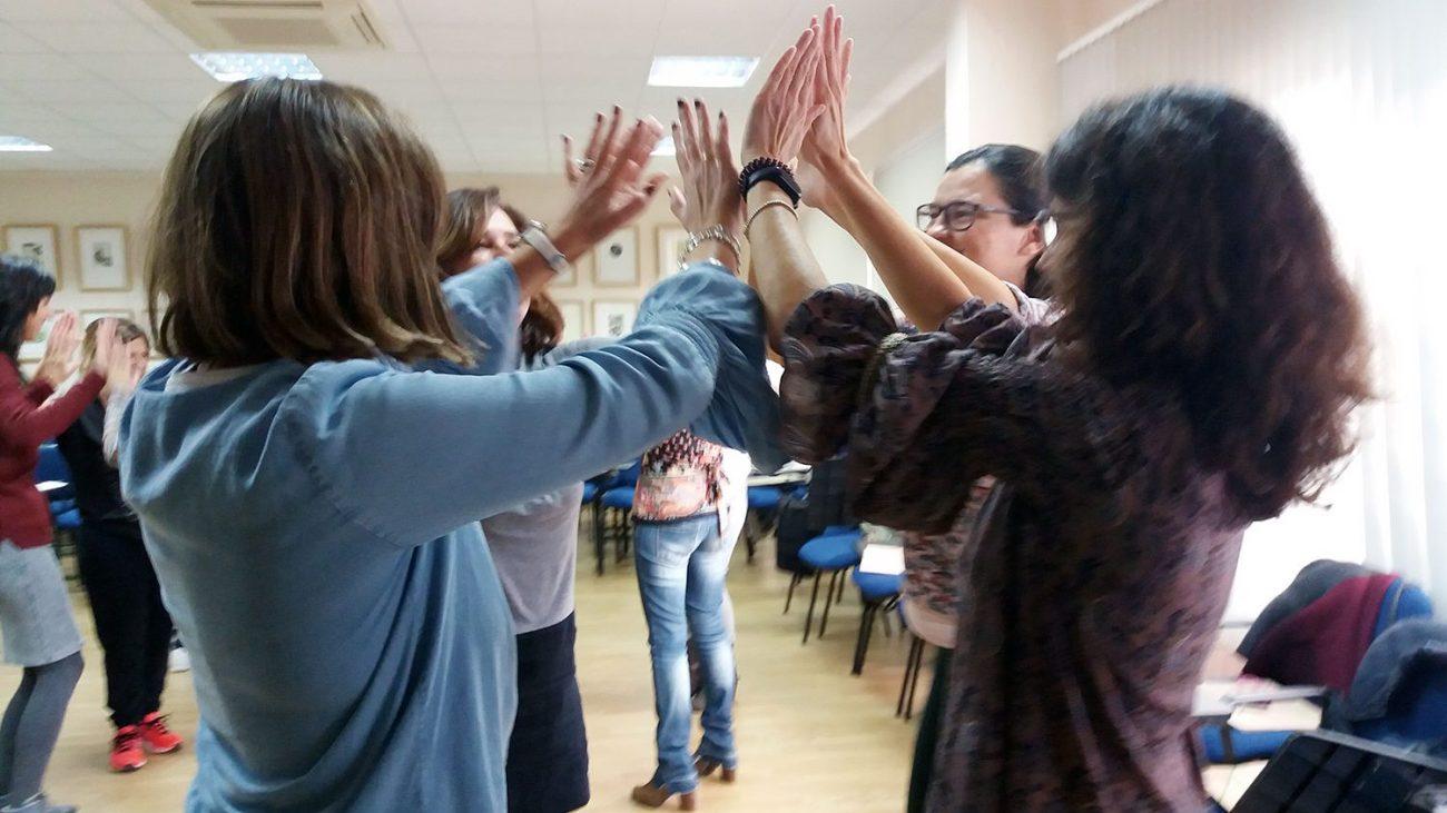 Imagen de una sesión de gestión emocional con maestras y profesoras