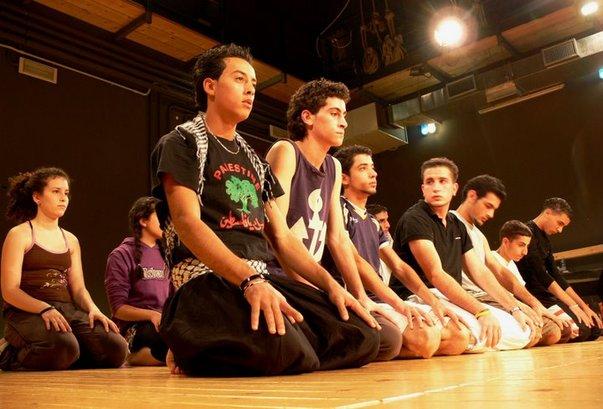 طلاب مدرسة المسرح