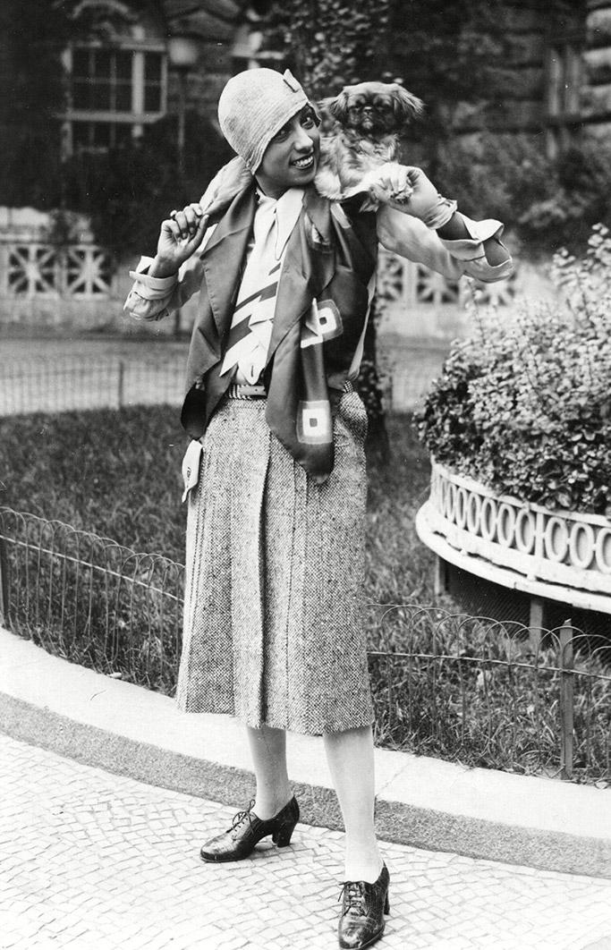 0c4babd74c02 Στη δεκαετία του 1920 η Baker ήταν η κορυφαία entertainer της εποχής της  τζαζ. Η Baker εμφανιζόταν συνήθως τόπλες