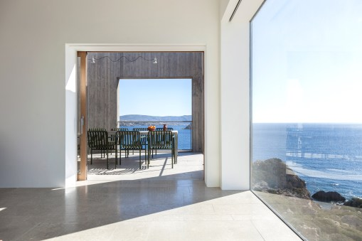 patio-house-ooak-architects-residential-architecture-house-greece_dezeen_2364_col_20