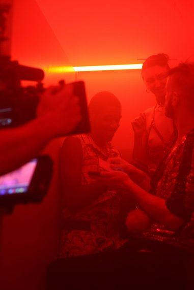 Στιγμιότυπο από το backstage των γυρισμάτων