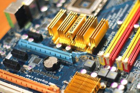 technology computer chips gigabyte - Montar microcomputadores é difícil?