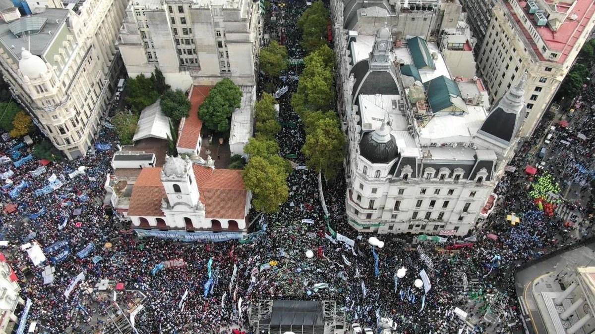 El sindicalismo K hizo una demostración de fuerza y el Gobierno minimizó la protesta