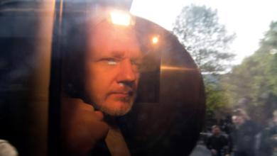 Photo of Dictan 50 semanas de prisión a Julian Assange