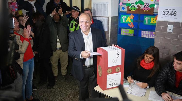 Votó Juan Manzur