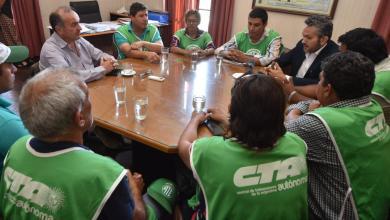 Photo of El gobernador Jalil prometió una solución a cesanteados pero la intendenta igual los despidió