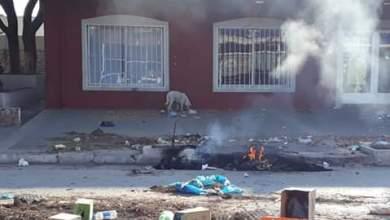 Photo of Protesta violenta: fuego y candados en una Municipalidad