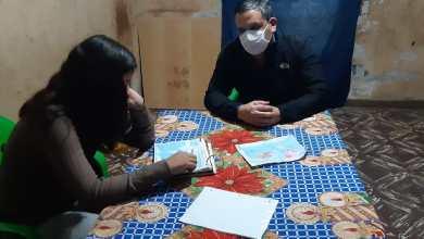 Photo of Enseñar con el ejemplo: el gesto de un docente catamarqueño con una alumna sin celular