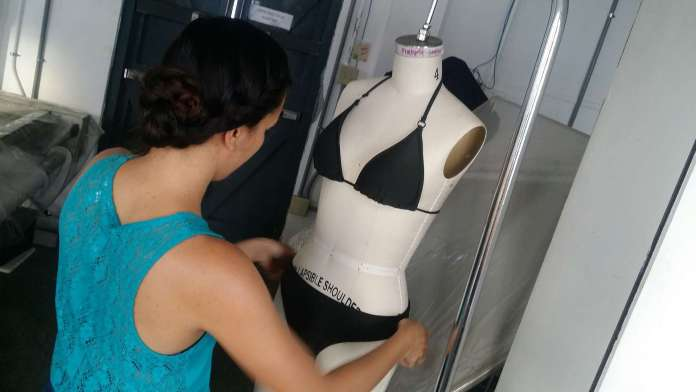 taller-trajes-bano-estudiantes2
