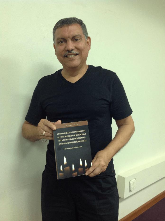 Foto Escritor de Univ Carlos Albizu web