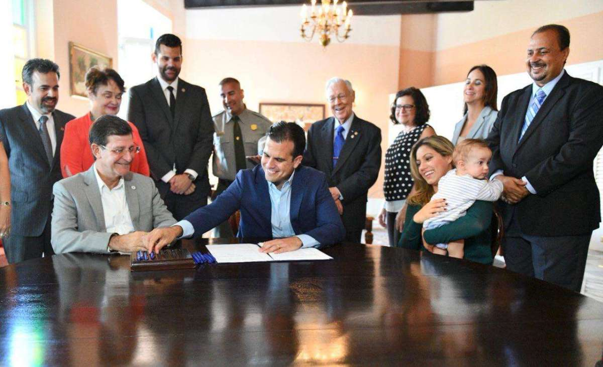 Gobernador firma orden ejecutiva para conmemorar los 500 años de existencia de San Juan de Puerto Rico