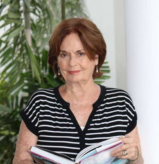 AUTORA Loretta Phelps de Cordova