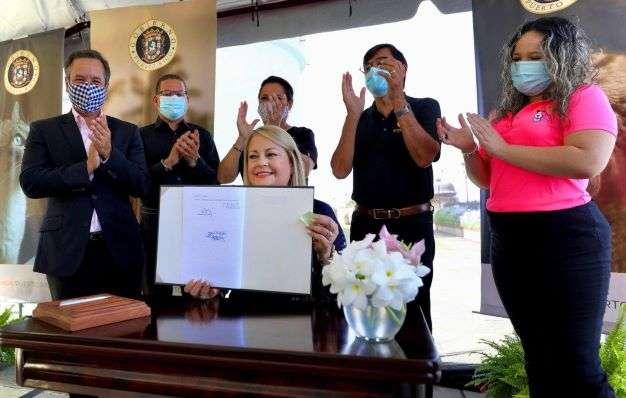 Foto - Gobernadora WVG- Ley de licencias provisionales a médicos veterinarios para ejercer de manera gratuita 2