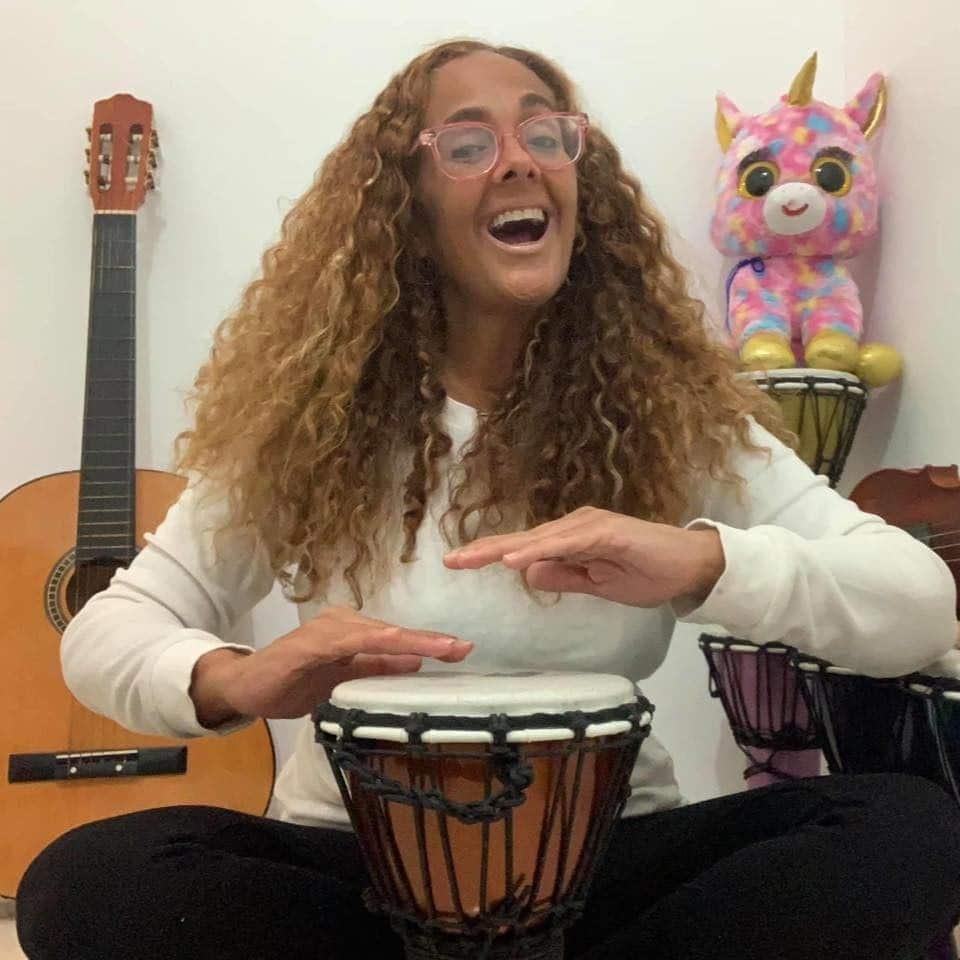 ¡Música del corazón con Maestra Leila!