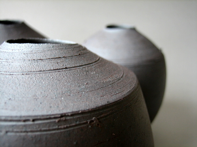 Elaine_Bolt_Dark_Metal vessel detail