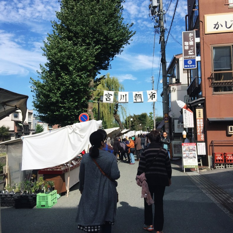 Jinya-mae Morning Market. It is along the river, open till 11am. It is not long, we spend only 30 minutes here.