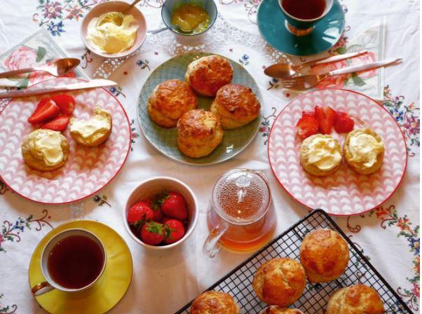 AFTERNOON TEA THOMPSONS