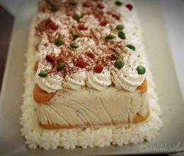 Prăjitura cu pișcoturi și cremă de iaurt și fructe 6