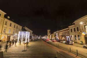 Cluj Napoca se transformă radical: străzi iluminate cu wifi şi bănci cu încărcare USB a telefoanelor