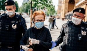 Mai mulți jurnaliști ruși au fost arestați în timpul protestului pentru colega lor, Ilya Azar