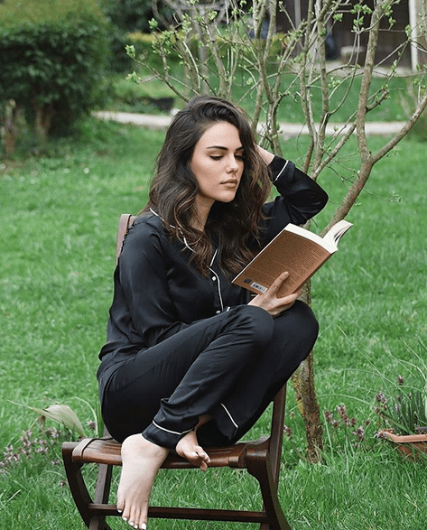 Actrița Özgü Kaya între talent și frumusețe 6