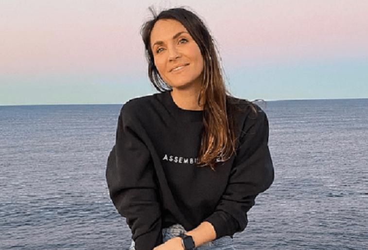 """Vedeta burlacilor, Laura Byrne, dezvăluie că a fost dusă urgent la spital cu dureri și a crezut că """"va muri"""" din cauza unei boli legate de alcool"""