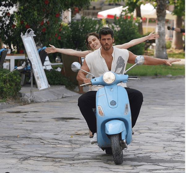 """Serialul de comedie romantică """"Bay Yanliș"""" (Mr. Wrong) cu Can Yaman și Özge Gürel:Secvențe din al 4-lea episod 4"""