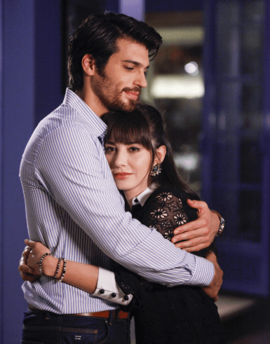 Can Yaman și Özge Gürel în serialul Dolunay (Luna plină) 4