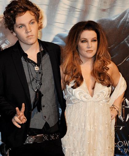 Lisa Marie Presley îndurerată de moartea fiului său, Benjamin Keough, 27 de ani, care s-a sinucis în conacul din Calabasas 5