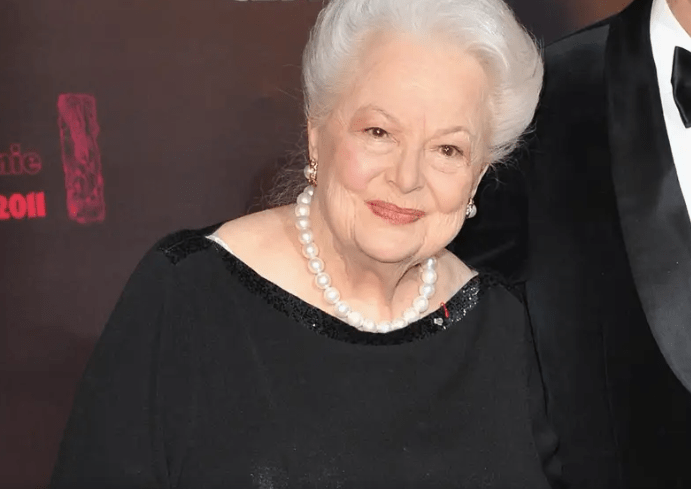 'Gone with the Wind' star Olivia de Havilland dies at age 104