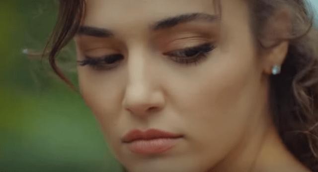Sen Çal Kapımı (Bate la ușa mea) cu Hande Erçel și Kerem Bürsin.Secvențe din al 3-lea episod 7