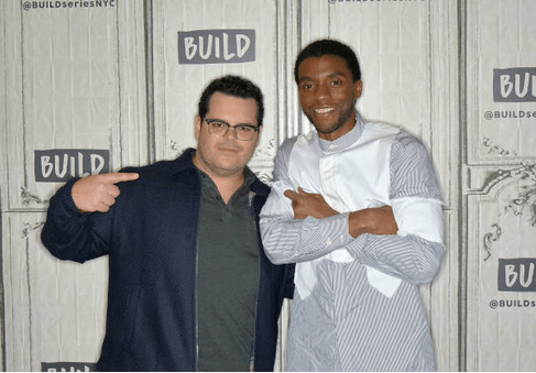 Josh Gad shares final text message from late co-star Chadwick Boseman who died Friday 6