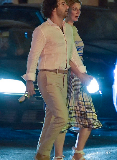Poldark star Aidan Turner and actress girlfriend Caitlin FitzGerald enjoy a romantic dinner in Rome 4